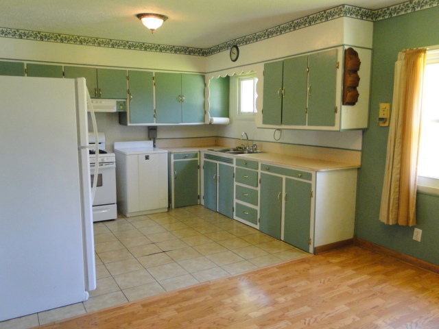 Large 20' Eat-In Kitchen
